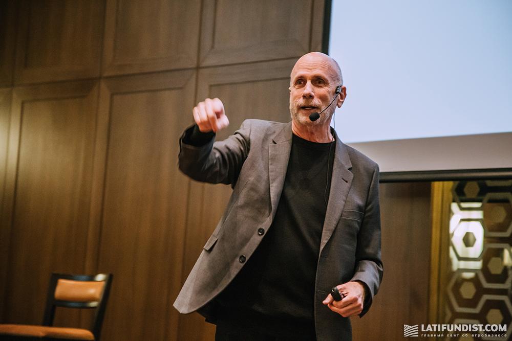 Кен Сегалл (Ken Segall), экс-креативный директор корпорации Apple