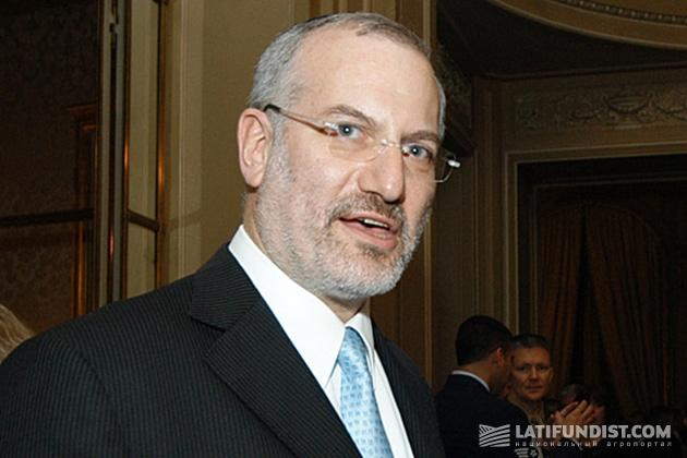 Алехандро Густаво Elsztain (Alejandro G. Elsztain), второй вице-председатель совета директоров, главный исполнительный директор