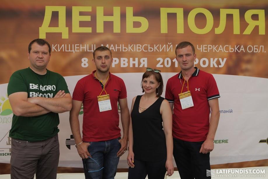 Богдан Басанец, агроном по минеральным удобрениям и семенам «Агрокрай» (слева) с коллегами