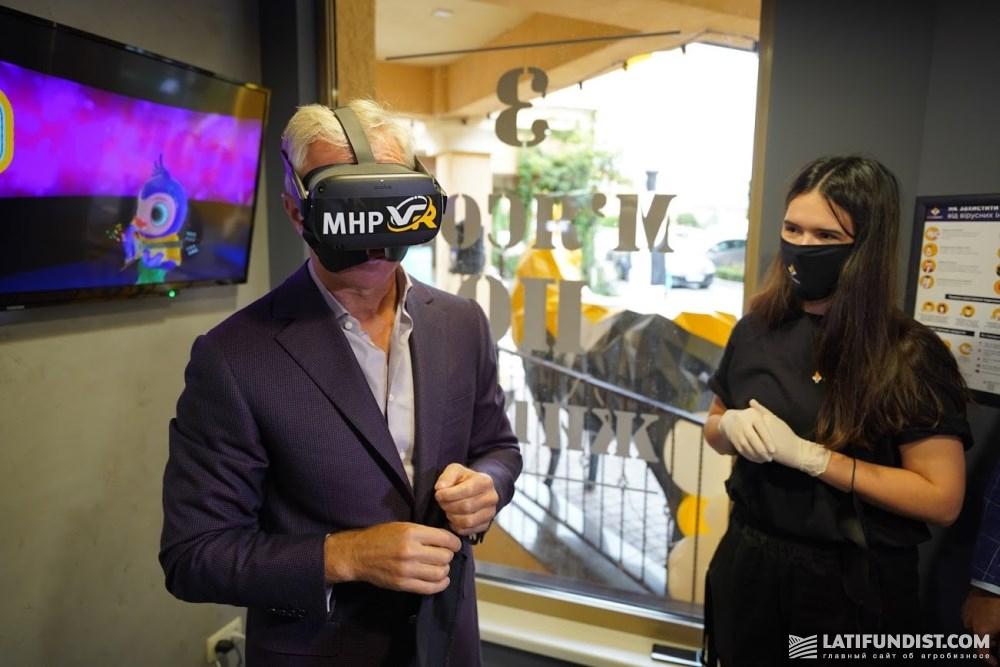 Еще одна изюминка: VR-очки, с помощью которых дети смогут играть в игры, пока родители выбирают продукты