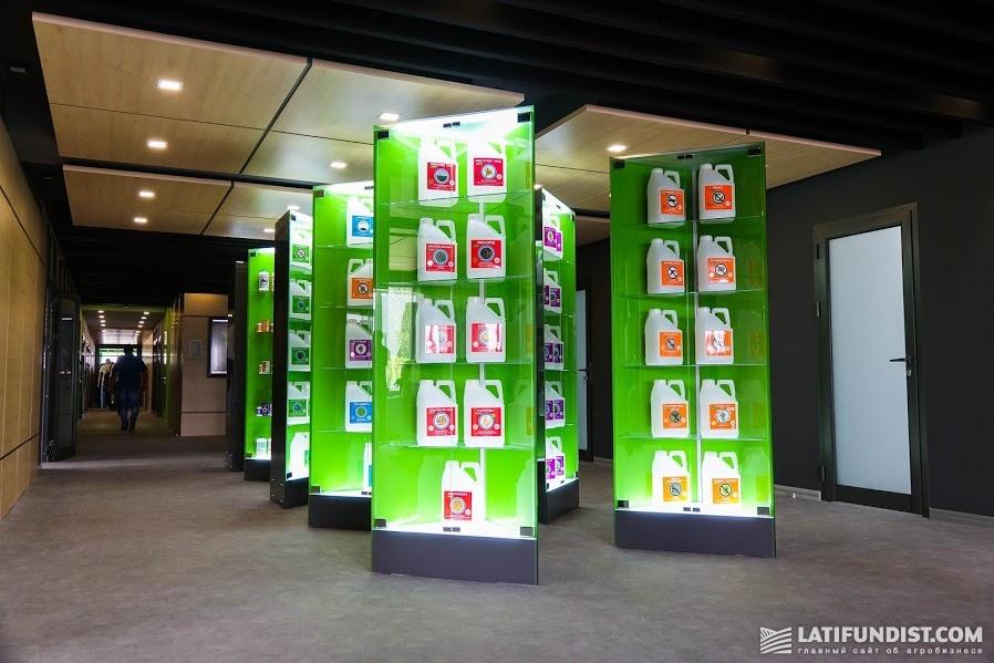 В компании UKRAVIT представлено 135 разных продуктов для защиты растений и удобрений