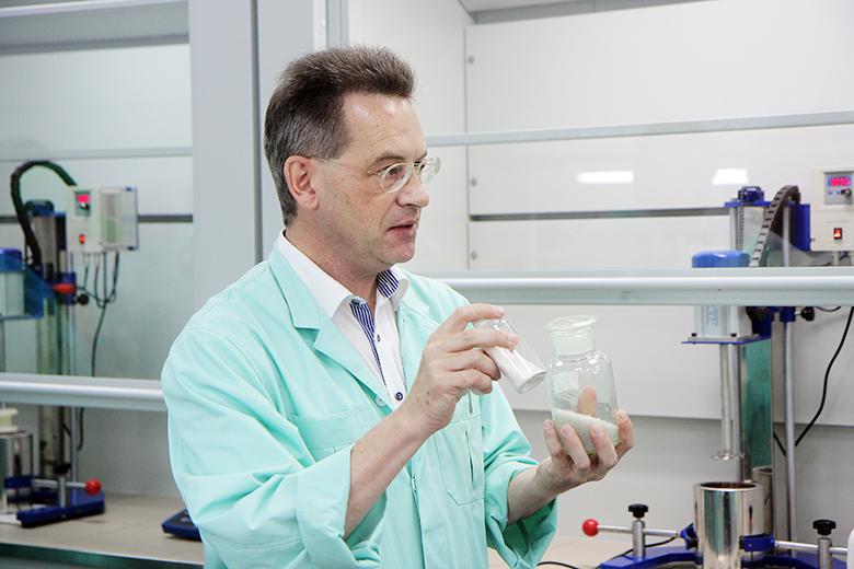 Мортен Педерсен в химической лаборатории