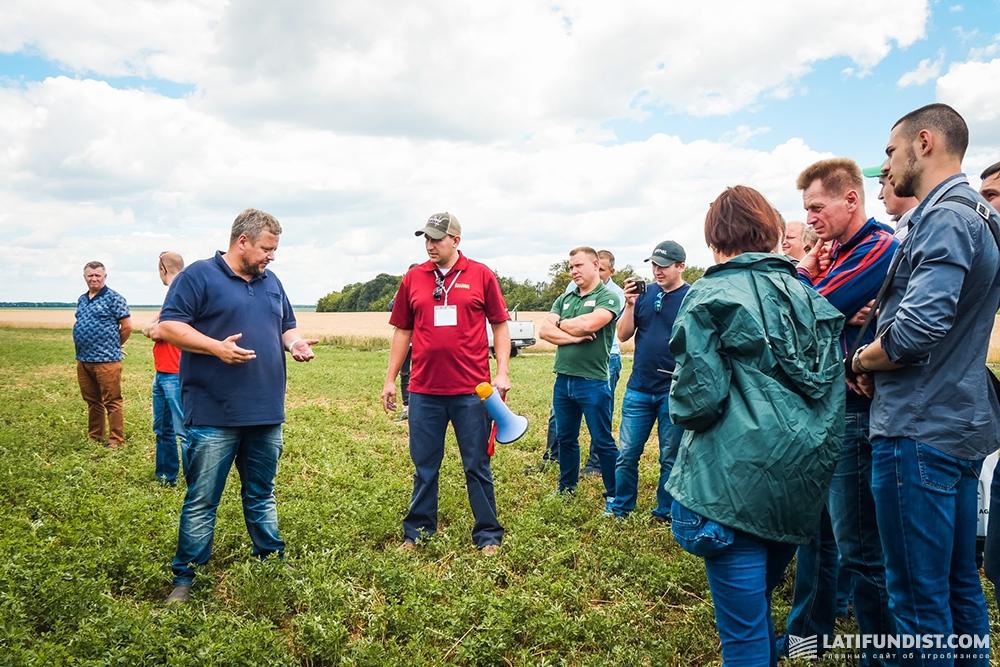 Хенрик Лаурсен (слева) рассказывает о техническом парке ФХ «Кищенцы»