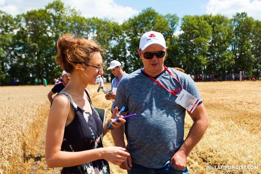 Андрей Кушниренко, главный агроном агрофирмы «Панчево», общается с журналистом
