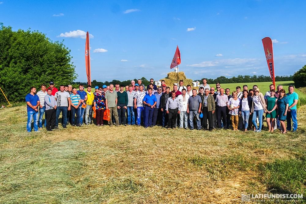 Общее фото участников Дня поля (нажмите для увеличения)
