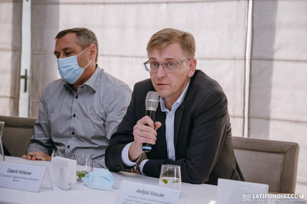 Сергей Клишин (справа)