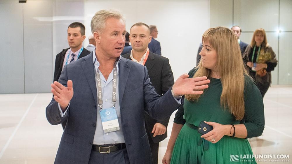 Юрий Косюк, председатель правления холдинга «Мироновский Хлебопродукт» (МХП) и Наталья Билоусова, главный редактор сайта AgroPolit.com