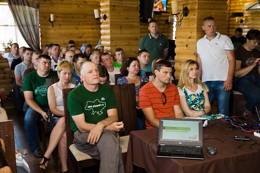 Участники конференции слушают спикеров
