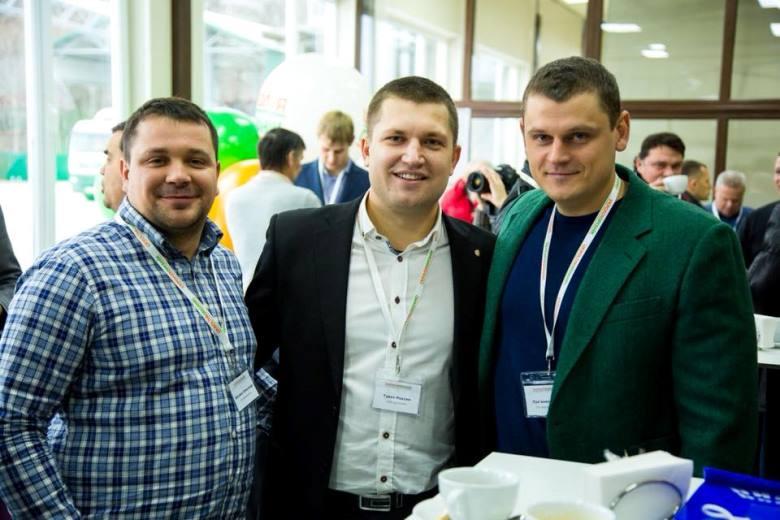 Глеб Лукьяненко, директор предприятия «Агроэкология» (справа)