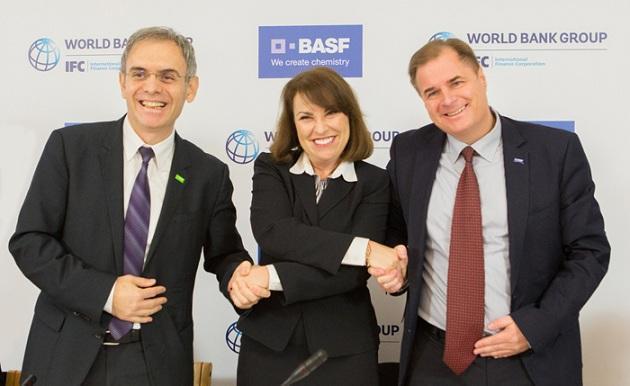 Елена Волошина с представителями компании BASF