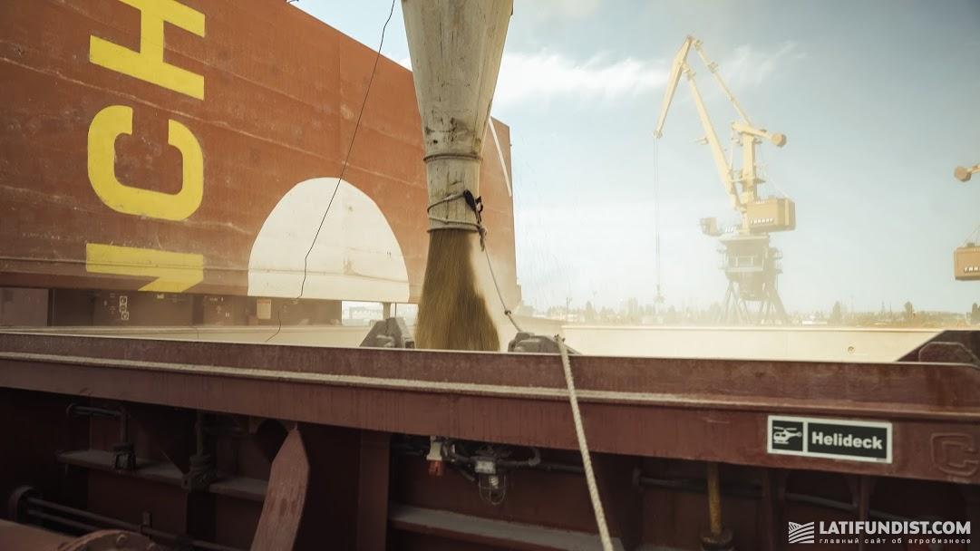 Grain loading on the vessel