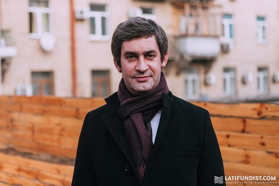 Владислав Белах