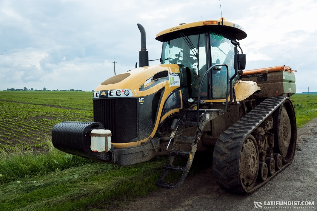 Агрохолдинг полностью перешел на гусеничные трактора