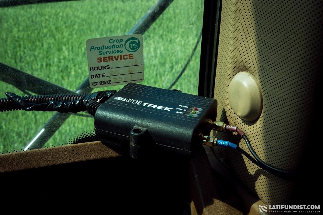 Каждая единица техники в агрохолдинге оснащена GPS-трекером