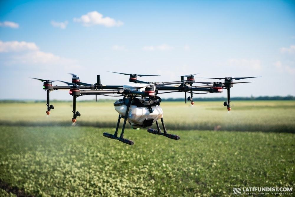 Аппарат летит по заданной пилотом траектории с невероятной уверенностью и точностью
