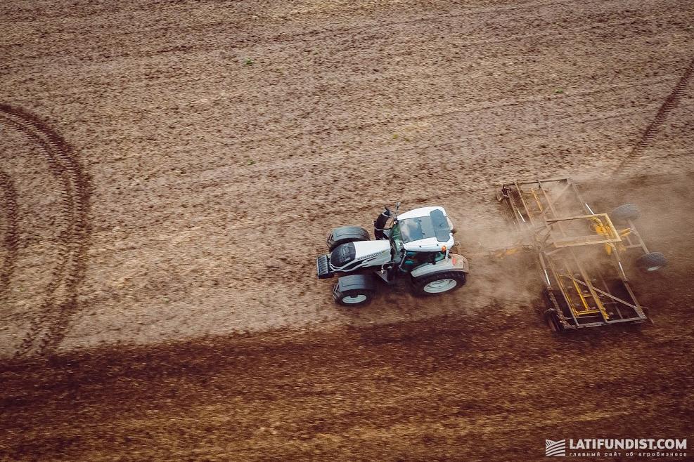 Среди ферм с пахотными землями средний размер наделов — всего около 100 га