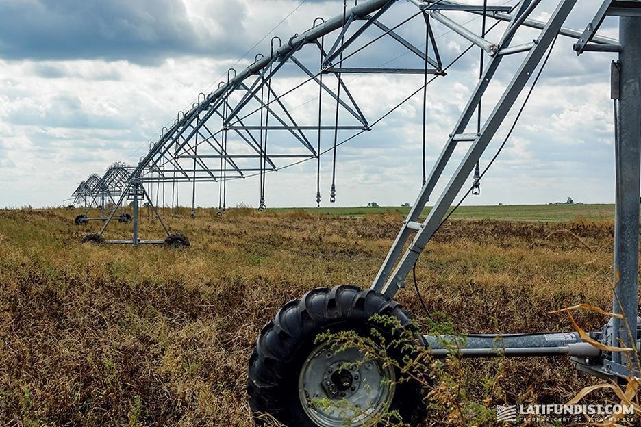 Оросительная система на поле компании «Биотех ЛТД»