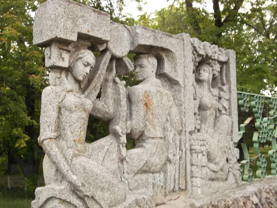 Скульптурная группа «Памяти первых виноградарей»