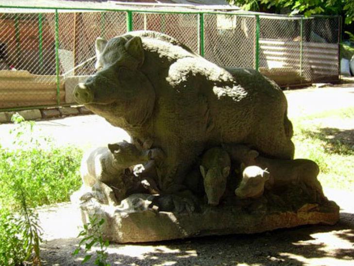 Памятник дикой свинье