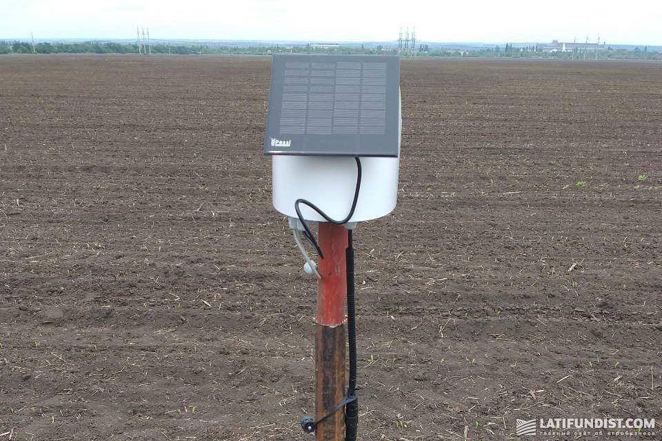 На каждом поле под орошением установлен датчик влажности почвы