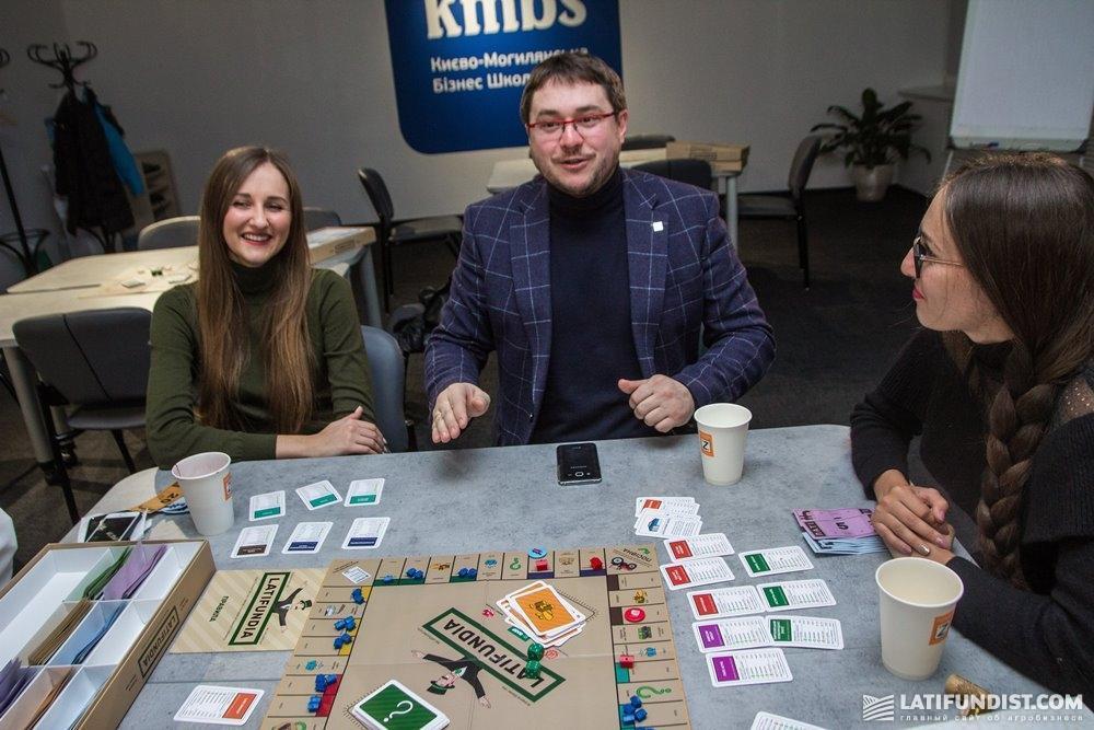Игроки за четвертым столом