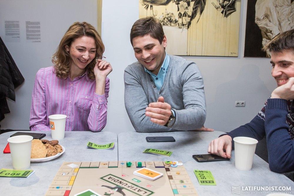 Елена Нероба, директор компании Daniel Trading SA и Юрий Ивахно, директор по поставкам компании «Вест Активс»
