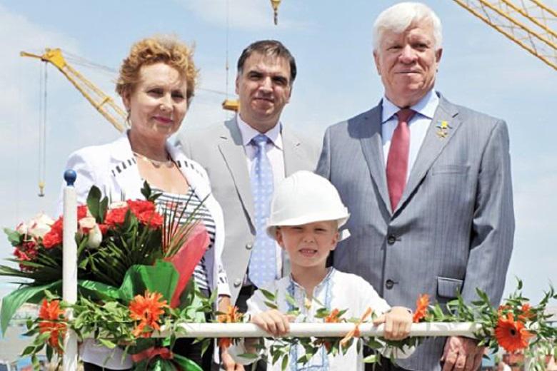 Раиса и Алексей Вадатурские на открытии корабля, названного в честь внука