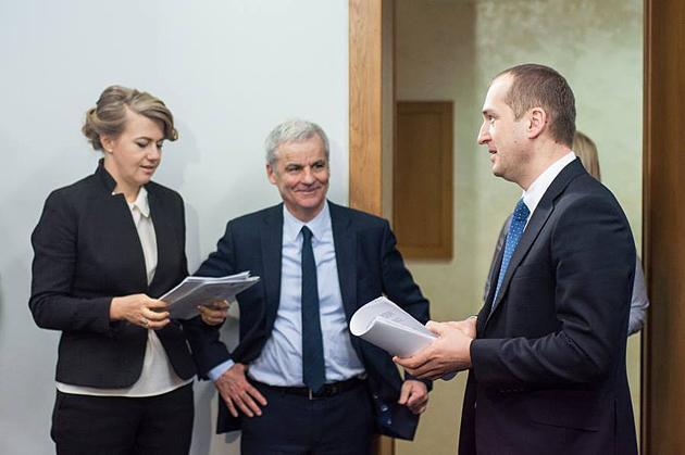 Слева направо: Владислава Рутицкая, Николас Верлет и Алексей Павленко во время пресс-конференции по разработке стратегии