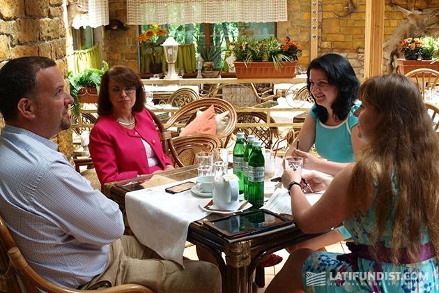 Бизнес-завтрак с Еленой Волошиной и Саймоном Чернявским