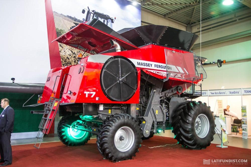 Роторный комбайн Massey Ferguson T7