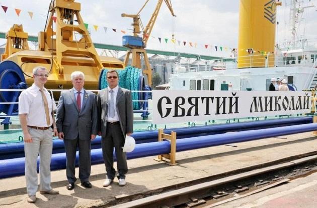 Гордость компании плавучий кран «Святой Николай»