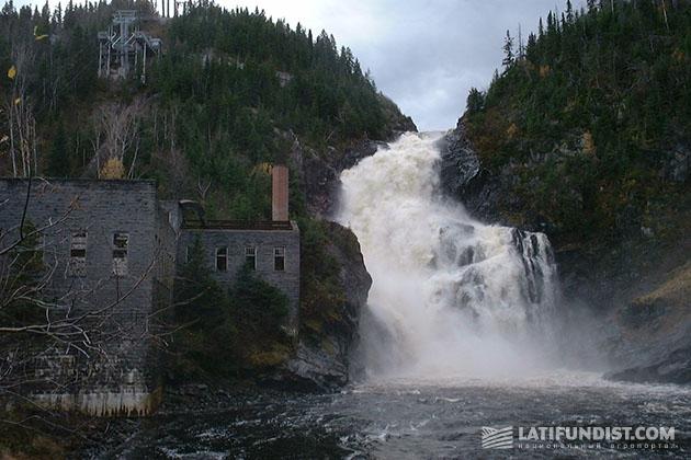Водопад просто великолепен