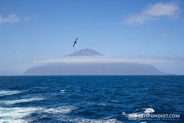 Вид с корабля на Тристан-да-Кунью