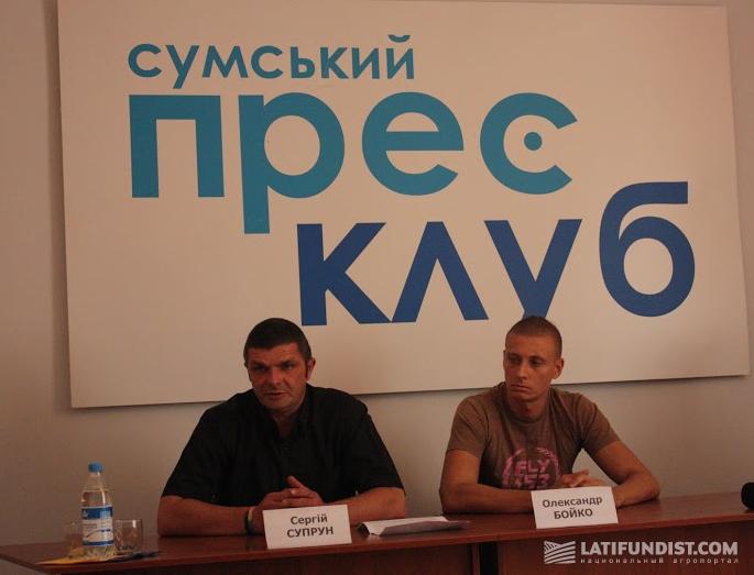 Организаторы пресс-конференции Сергей Супрун и Александр Бойко